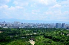 Paysage urbain de vue aérienne de ville d'Osaka à environ le château d'Osaka Images libres de droits