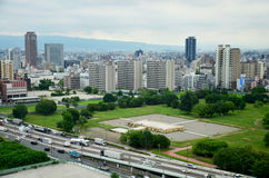 Paysage urbain de vue aérienne de ville d'Osaka à environ le château d'Osaka Photographie stock