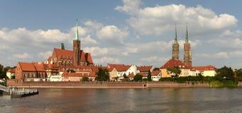 Paysage urbain de Wroclaw avec l'église de la croix et du St saints Bartholo photos libres de droits