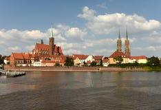 Paysage urbain de Wroclaw avec l'église de la croix et du St saints Bartholo image stock