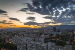 Paysage urbain de Zagreb au coucher du soleil Photo stock
