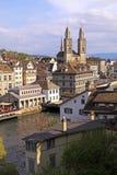Paysage urbain de Zurich, Suisse. Image verticale photos libres de droits
