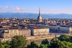 Paysage urbain des montagnes de Turin et d'Alpes, Turin, Italie Photo stock