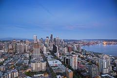 Paysage urbain du centre de soirée de Seattle Images stock