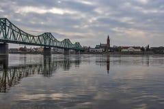 Paysage urbain et fleuve Vistule de Wloclawek en Pologne Photos stock