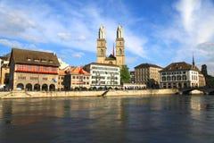 Paysage urbain et rivière Limmat, Suisse de Zurich. image libre de droits
