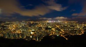 Paysage urbain Hong Kong de nuit Photo libre de droits