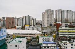 Paysage urbain le jour nuageux photos libres de droits