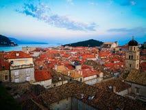 Paysage urbain : les toits la ville photo libre de droits