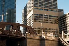 Paysage urbain moderne et vieux de Chicago du centre de bâtiments images libres de droits