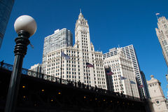 Paysage urbain moderne et vieux de Chicago du centre de bâtiments Image stock
