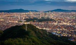 Paysage urbain par vue de nuit Photographie stock libre de droits
