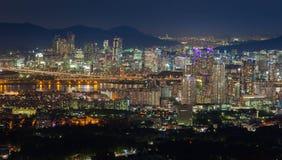 Paysage urbain par vue de nuit Photos libres de droits