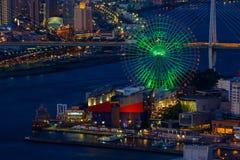 Paysage urbain pendant la nuit d'Osaka Bay images libres de droits