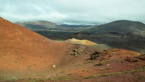 Paysage volcanique avec beau rougeâtre pour brunir des couleurs photos stock
