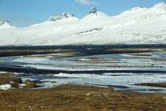paysage volcanique couvert de neige de montagne Photographie stock libre de droits
