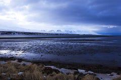 Paysage volcanique de montagne au crépuscule, Islande Photo stock