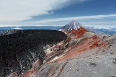 Paysage volcanique : volcan actif d'Avacha de cratère kamchatka Photos libres de droits
