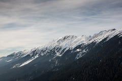 Paysages d'hiver au-dessus des montagnes carpathiennes Photo stock
