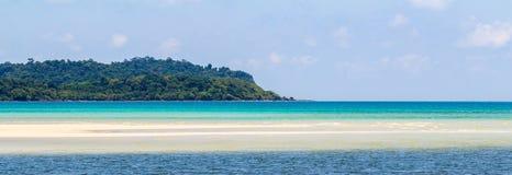 Paysages panoramiques de mer et de montagne, plages, sports aquatiques sur l'île Photographie stock