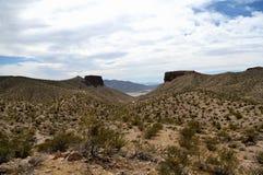 Paysages sur Pierce Ferry Road, Meadview Parc national de canyon grand, Arizona Photographie stock libre de droits