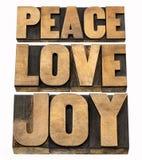 Paz, amor e alegria no tipo de madeira Imagens de Stock Royalty Free