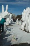 A paz assina dentro a neve e o gelo. Fotografia de Stock Royalty Free