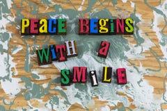 A paz começa com o amor do sorriso fotos de stock