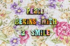 A paz começa com o riso do sorriso imagens de stock royalty free