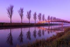 Paz de la madrugada por un canal holandés Fotos de archivo
