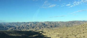 Paz do país dos céus azuis do verde dos Mountain View Imagem de Stock