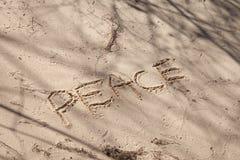 Paz escrita en arena Imagen de archivo