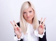 Paz femenina que gesticula con la mano, aislada en blanco Fotos de archivo libres de regalías