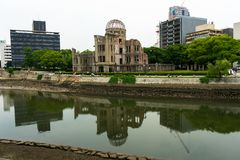 Paz Memorial Park de Hiroshima de la bóveda de la bomba atómica imagenes de archivo