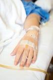 Paziente asiatico della donna sul letto nella stanza di ospedale Fotografia Stock