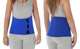 Paziente che porta una cintura orthopeadic Immagine Stock