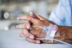 Paziente con IV il gocciolamento fotografia stock