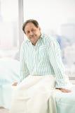 Paziente maschio anziano in ospedale Fotografia Stock Libera da Diritti