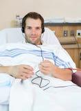 Paziente sottoposto a dialisi maschio Immagine Stock