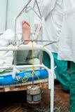 Paziente in trazione Immagini Stock Libere da Diritti
