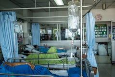 Pazienti in culla dell'ospedale immagine stock libera da diritti