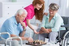 Pazienti senior con i problemi di camminata Immagini Stock
