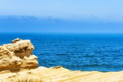 Pazifischer Ozean angesehen von den Sandsteinklippen Stockfotografie