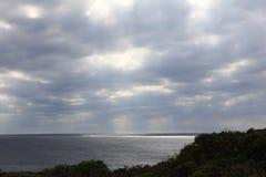 Pazifischer Ozean bewölkt Stockfotos