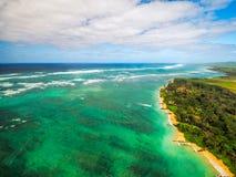 Pazifischer Ozean u. Maui-Insel - Vogelperspektive stockfotografie