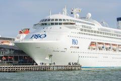 Pazifisches Juwelkreuzschiff am Hafen Melbourne lizenzfreie stockbilder