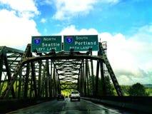 Pazifisches Nordwest-I-5 Verkehrsschild auf szenischer Brücke Lizenzfreie Stockfotos