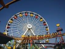 Pazifisches Park-Riesenrad mit Achterbahn Stockfotos