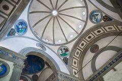 Pazzi教堂天花板由菲利波・布鲁内莱斯基大教堂圣诞老人的 免版税库存照片