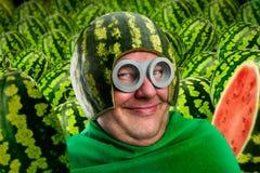 Pazzo equipaggi nel casco dell'anguria e googla fotografia stock